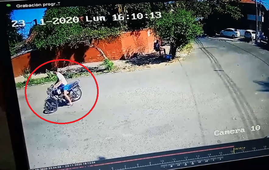 El accidente entre motos dejó un joven herido. Foto: Captura de video.